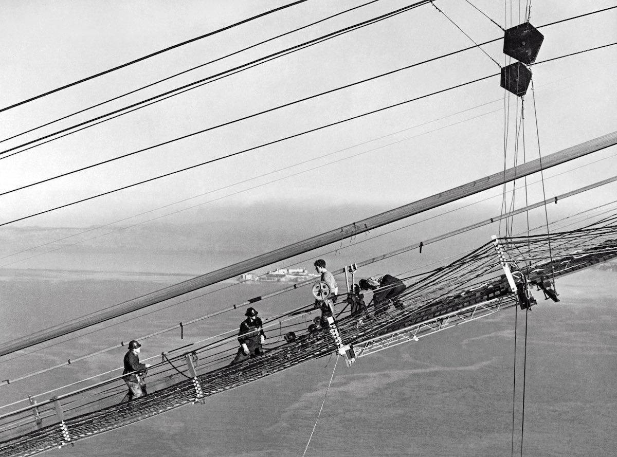 1937 - Vista dos trabalhadores na construção dos cabos