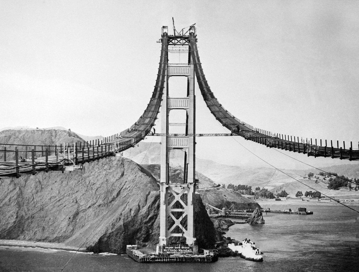 Outubro de 1935 - Vista de uma das torres  da ponte.