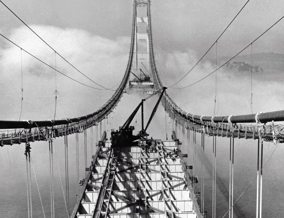 29 de outubro de 1936 - Montagem da estrutura do asfalto.